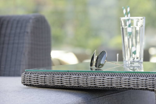 Beistelltisch Butler mit Geflecht basaltgrau und Glasplatte