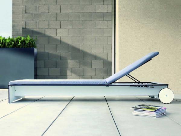 Moderne Sonnenliege Riva - conmoto weiß mit Auflage