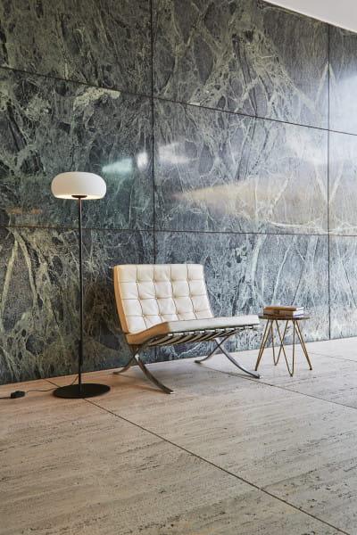 marset Stehleuchte Vetra P Schwarz Ambiente Sessel Wand