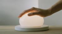 marset Tischleuchte LED Bolita Weiß Ambiente Berührung Hand fest
