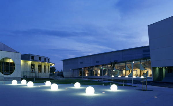 Moonlight Vollkugel MFL Ambiente Außen Moderner Campus Nacht